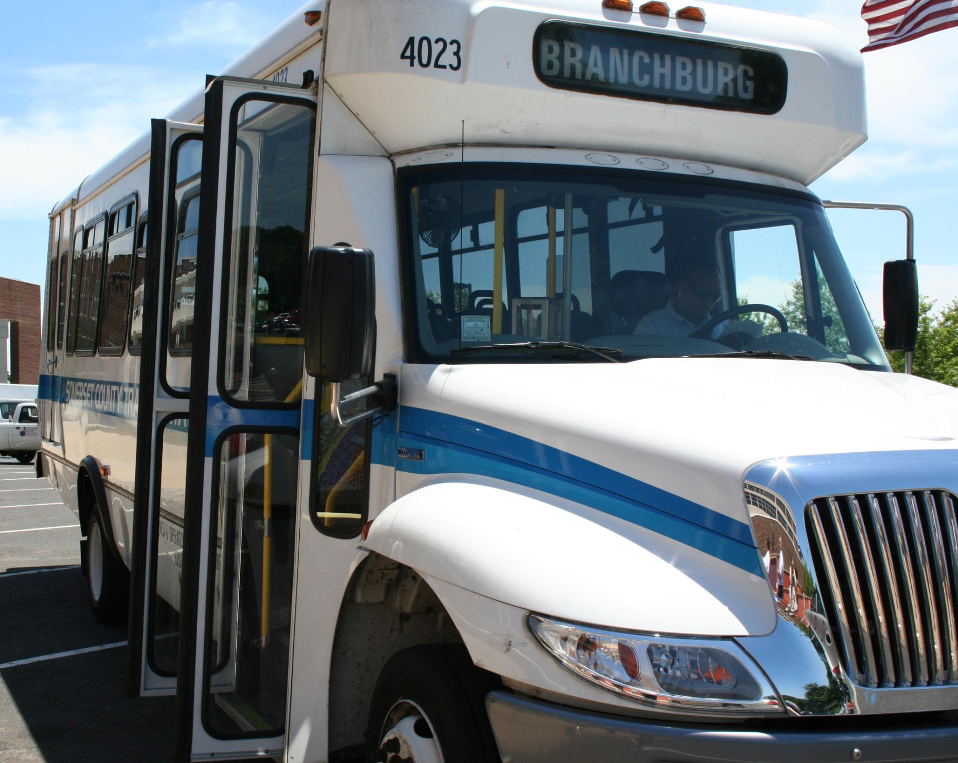 2010CAT2R Shuttle Bus