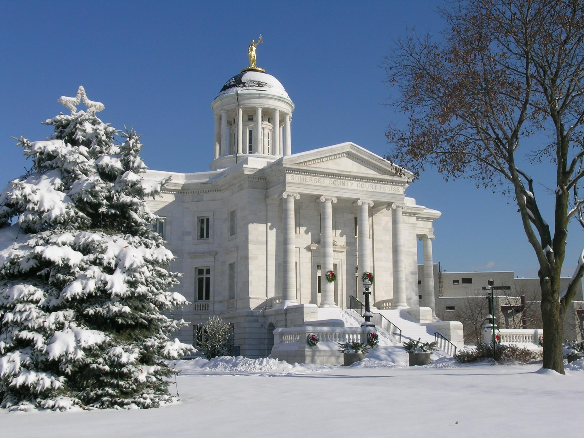 Historic Courthouse in the Snow(Dan Livak photo)