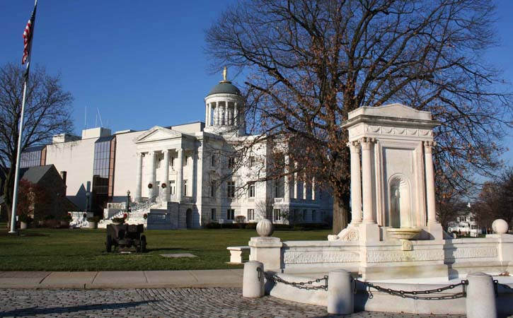 Historic Courthouse & Fountain